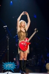 taylor-swift-staples-center-2011-45_512x768