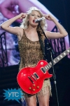 taylor-swift-staples-center-2011-46_512x768