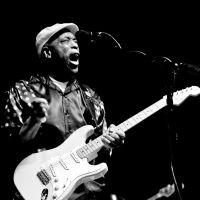 Photos – Buddy Guy @ The 7 Flags Event Center – Clive, IA – 10/15/11