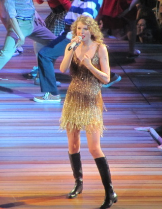 Cheap Taylor Swift Tickets 2011 on Taylor Swift Video Concert Reviews   Speak Now  Help Now   Nashville